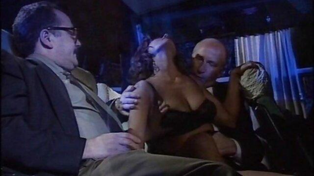 Trưởng thành milfs Lexxi và Cristine không thể kiểm soát phim sec ban dep của họ tình dục thúc giục